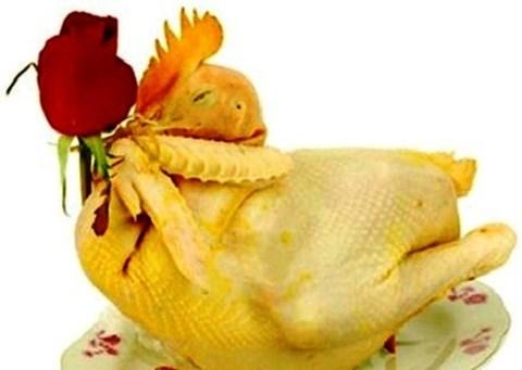 Cách luộc gà vàng óng, không bị nứt để cúng