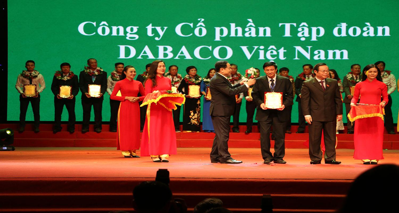 """DBC: DABACO lần thứ hai được trao tặng Danh hiệu """"Doanh nghiệp vì nhà nông"""" và Giải thưởng """"Bông lúa vàng Việt Nam"""""""