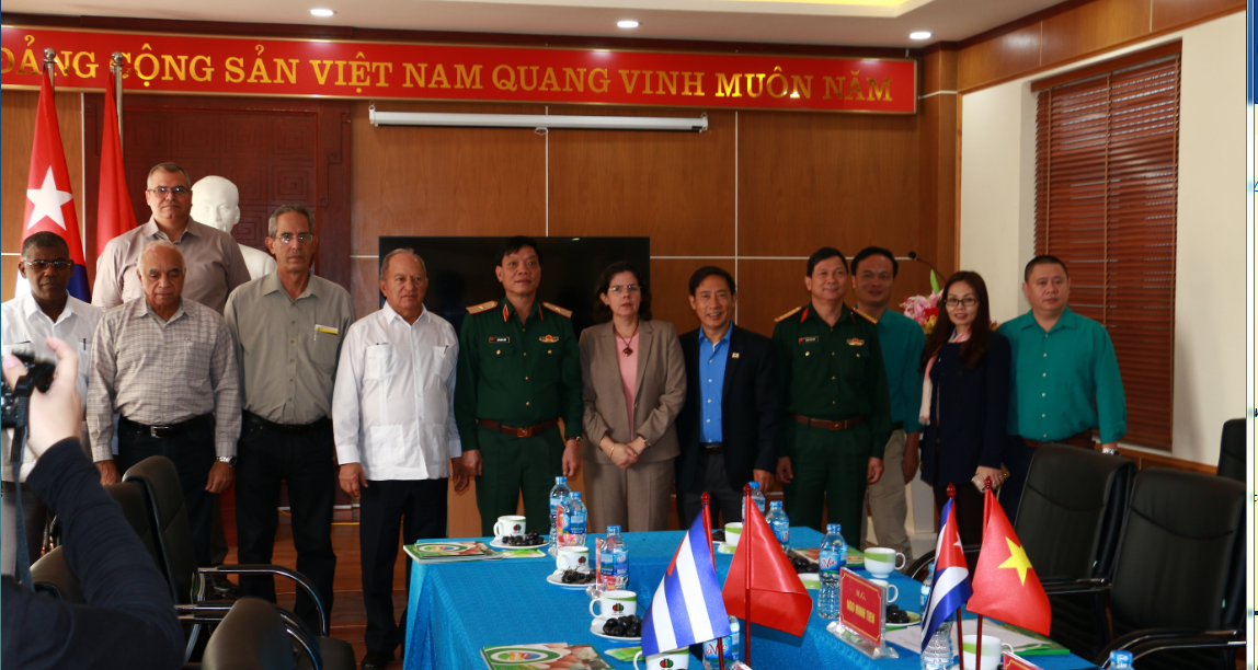 Đoàn công tác của Bộ trưởng Cu-ba thăm và làm việc tại Tập đoàn Dabaco Việt Nam.